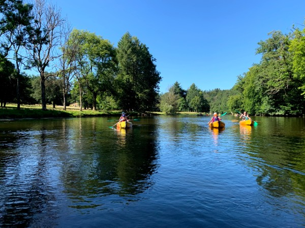picture of some people kayaking on the Semois