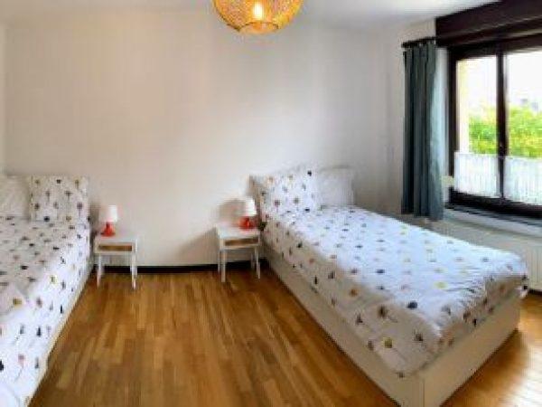 Slaapkamer met twee bedden van 90 x 200